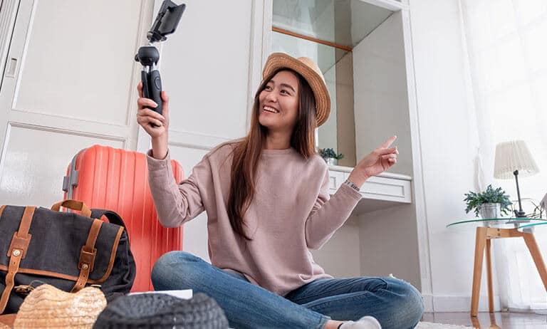 woman selfie influencer