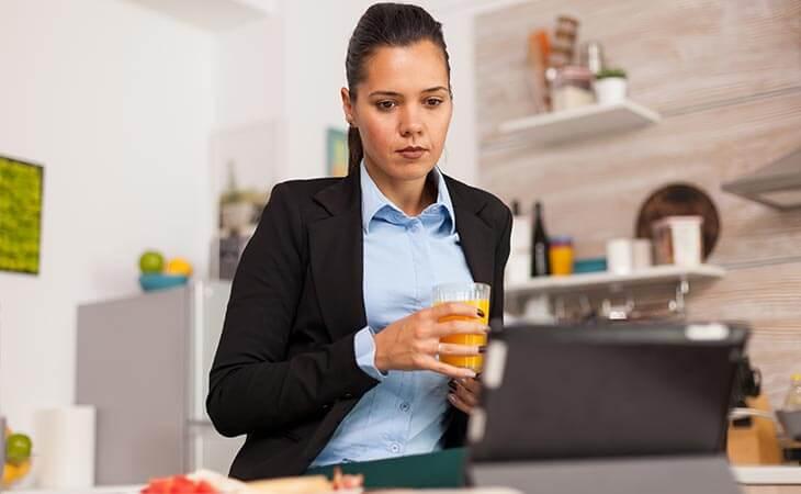 woman juice watching tablet